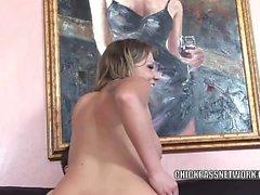 Фотографий грудастая блондинка Никки Секс получает ее пизду трахал и принимает