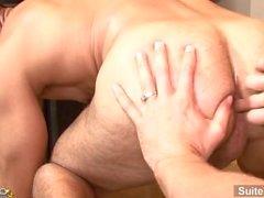 Seksikäs brunette avioliiton kaveri Aleksanterin Garrettia annetaan head ja joutuu kuseen no