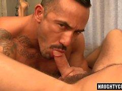 Sexe anal homosexuel Big Dick avec éjaculation