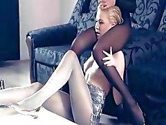 Hot lesbs in panty weer in actie