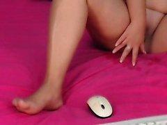 18bbabygrl aficionado masturbándose en la webcam en directo
