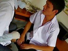 Cachondo Gays del examinador médico Succión su paciente