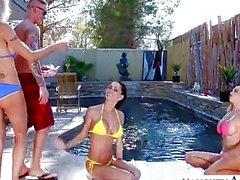 Sexy Ehefrauen Emma Starr Jessicas Jaymes sowie Nikki Benz teilen Hahn