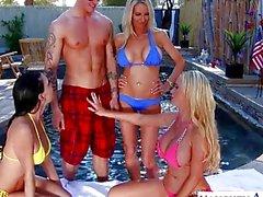 Секси женам Эмма Starr , Джессика Джеймс и Никки Benz поделиться петуха