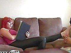 Mascherate I piedi adora del lattice redhead