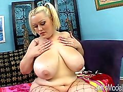 Busty BBW Bunny De La Cruz fucks in stockings