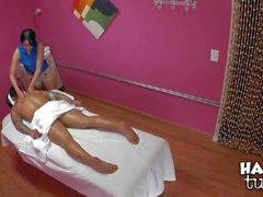 Meiko gibt den Wetten Massage je Angelo Die Stahl