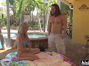 Jodi West é derrubado pela piscina