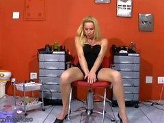 Intrigante, tgirl, bronzeado, peitos, puxando, shemeat