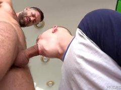 Karvainen Latinalainen Pitkä Dick Uncut Daddy Fucks Muscle College Boy