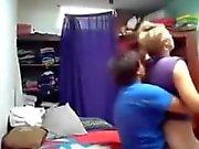 Me llamó mucho GF lesbo follando su novia. Librería escondida