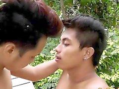 Homosexuell asian Twinks masturbieren nach dem Geschlechts