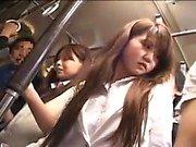 Bella bambina della giapponese ha un uomo di toccare il suo culo da favola