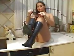 Eve Angel мастурбации на кухне