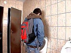 Salle de bain public Sans condom