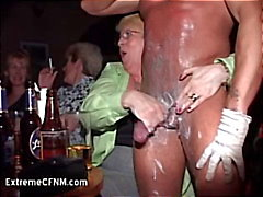 Wild Party Girls Ansaugen einer Schwanz Male Strippers