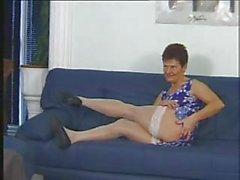 Granny в белый чулки съедает Парень