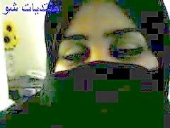 mulher árabe árabe jogando com pau