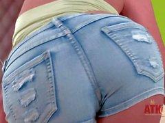 Reizvoller Teen blonde Tracy Gold- zieht ihre Baumwollstoffkurzschlüsse