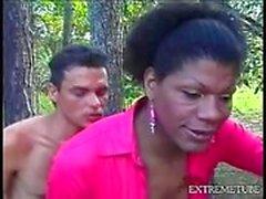 Im Freien Sie Spaß mit eines Ebenholz TS im rosafarbenen