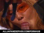 Aya Fujii hot milf asiatique dans les lunettes obtient pussy poked et donne blowjob
