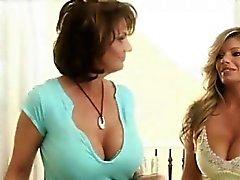 Super heiß Hausfrauen Lesbian