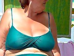 mamie sexy aperçut sur la plage de
