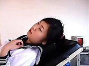 bambina giapponese ottiene estratto dal medico e figa di e