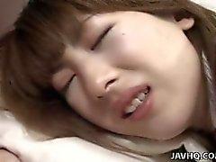 Азиатский брюнетки школьница получает ее киску захлопнулась