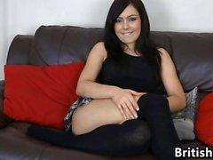 Britischen Mädchen Filmed Masturbierende auf einer Couch