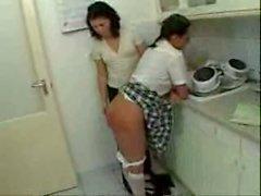 A sculacciate nella cucina