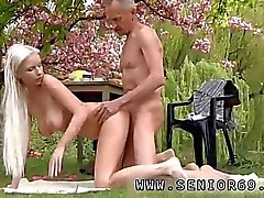 Black cuckold creampie, Paul'u yiyor