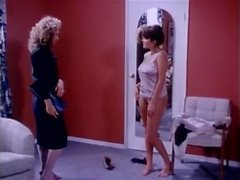 Эрика Бойер Джона Лесли Рашель Эшли в ретро порно сцене