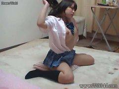 gucken der japaner den großen Titten Schulmädchen .