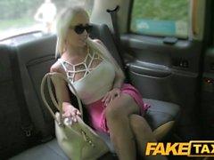 FakeTaxi Венгерская красавица с идеальным телом