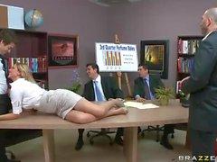 Big raflara konulabilen ofis bir kadın Julia Ann kemikli bir alır