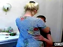 Blonde Mom: Kostenlose reife & russische Porno Video b2