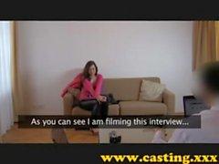Евро Babe Литье Ревизионная секс Interview о диване в гостиничном