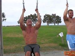 bodybuilder muscular sexo anal com Ejaculação