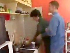 Horny du MILF russes se fait baiser un voisinage étudiant mince