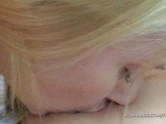 Шипучий Блондинки Воспроизводит своими секс игрушки