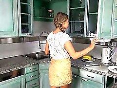 Agriturismo preasuring con i giocattoli sulla cucina