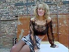 Blondie cussing da parte delle outdsoors serbatoi