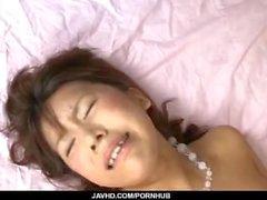 Maki Sakashita riceva il cazzo enorme in lei del fanny strette