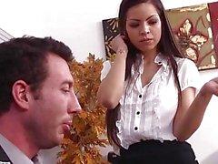 Vollbusig Brunette Yurizan Beltrán wird auf Büro durchgefickt