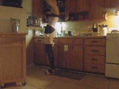 Hanım eve gelmeden önce hanım evladı Bayan hizmetçi ev işleri yaparak