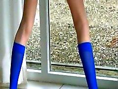 Mavi çorap ve kemikli tüylü kedi