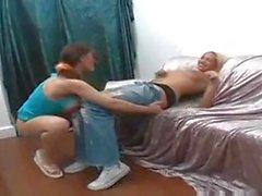 Kinky Vagina wird von einem Tranny gelegt