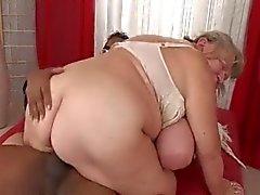 Oma Große Titten Blowjob