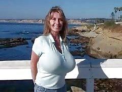 Nancy büyük göğüsleri